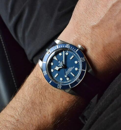 Hands on The Replica Tudor Black Bay Fifty-Eight Navy Blue 79030B Watches 2